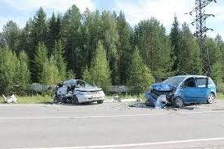 В Петербурге женщина врезалась на Фиате в полицейскую машину