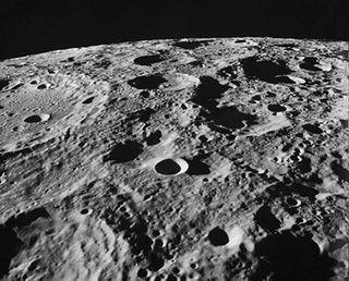 В мантии и ядре Луны может содержаться вода