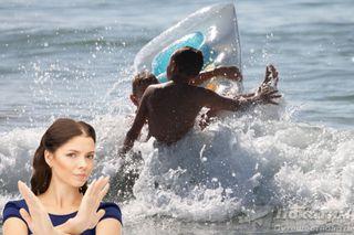 Купание в море на матрасе не всегда безопасно. Фото: Pokatim, Виктор Артемьев