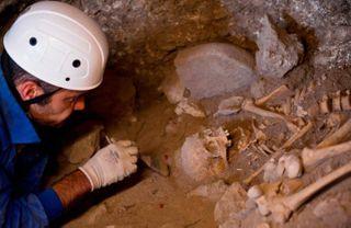 На Урале ученые впервые обнаружили останки древнего человека, которому 10 тысяч лет