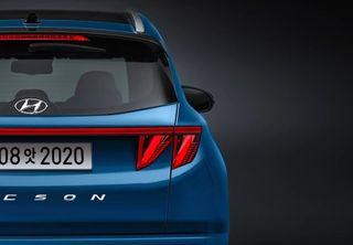 Hyundai Tucson 2021 модельного года, вид сзади, источник: AtchaCars