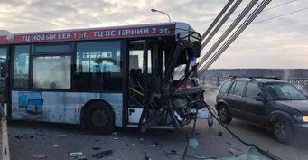 Женщина погибла в ДТП с участием автобуса в Череповце