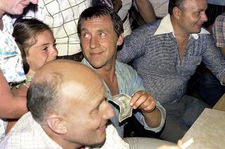 «Рупь— неденьги, рупь— бумажка». —фраза песни Высоцкого. Фото: msk.ru