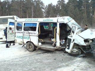 В Москве 3 человека пострадали в столкновении маршрутки и автобуса