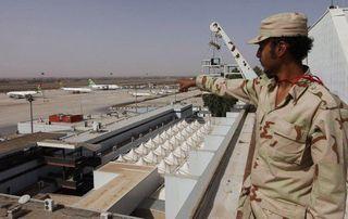 В результате боев за аэропорт Триполи погибли 22 человека