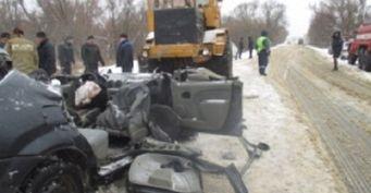 Под Пензой трактор раздавил легковушку всмятку