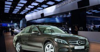 Ростовский Mercedes-Benz продаёт автохлам: Детейлер показал зацапанный новый C200 прямо изсалона