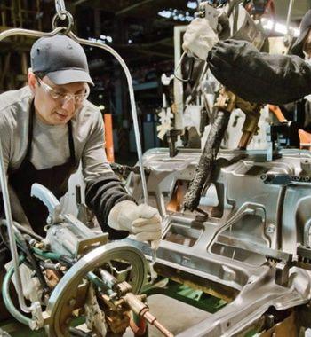 Платят меньше, работы больше: Сборщики LADA раскритиковали зарплаты «АвтоВАЗа»