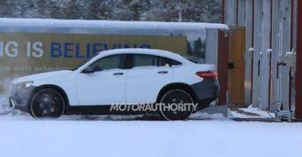 Появились первые снимки Mercedes-Benz серии МEQ на зимних тестах