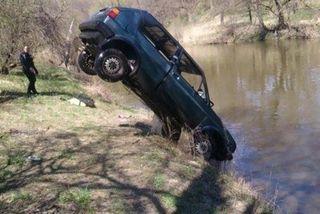В Калининградской области двое подростков угнали и скинули в реку Volkswagen