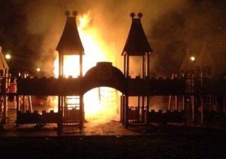 В Питере детская площадка сожжена вандалами