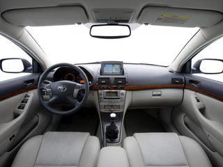 Фото: Салон Toyota Avensis, источник: Toyota