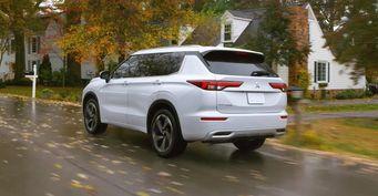 «Брутальности нет, мотор овощ»: Mitsubishi Outlander 2021 «разнесли» автолюбители изРоссии