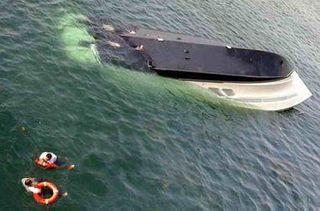 В Югре на лодке перевернулись пять человек, погиб маленький ребенок