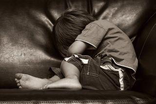 В Иркутской области трехлетнего сына родители выгнали из дома