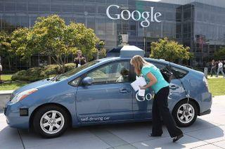 Googlе представил самоуправляемую машину без педалей и руля
