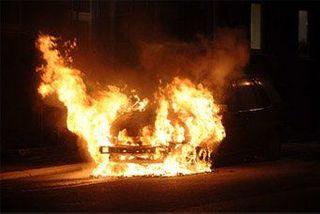 В Калининграде ночью сгорели легковушка и микроавтобус