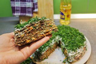 Кусочек печеночного торта; Фото: ok.ru/ideaforlife