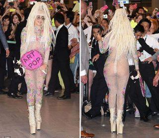 Леди Гага поразила японцев, сойдя с трапа самолета в прозрачном наряде