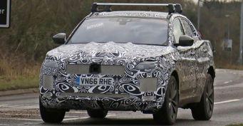Опубликованы шпионские снимки кроссовера Jaguar E-Pace