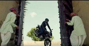 Реклама Bajaj Pulsar попала в ТОП-100 обманчивых роликов Индии