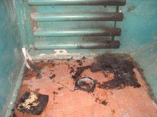 В Чебоксарах в подъезде жилого дома сгорела коляска