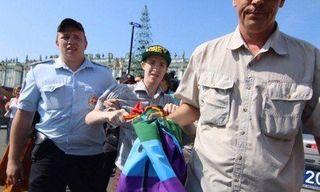 Гей-активист задержан в Петербурге во время пикета перед десантниками
