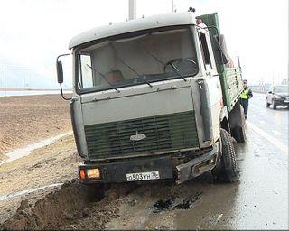 В Вологде грузовик «МАЗ» врезался в отбойник, погиб водитель