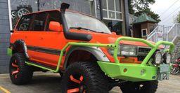 Toyota Land Cruiser 80 с цветастым тюнингом заметили в Индонезии