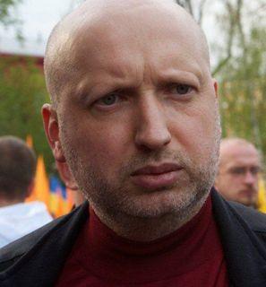 СМИ: Турчинов уволил военного комиссара за повестку в армию для сына