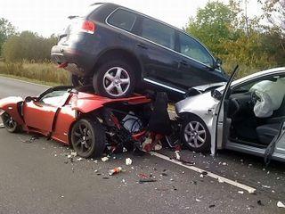Во Владивостоке произошла авария с участием трех машин