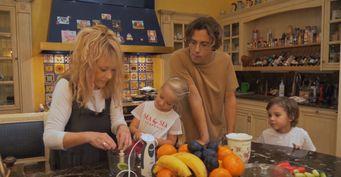 Мудрая Пугачева «приучает» Галкина ккухне: Юмористу пришлось научиться готовить детям блины