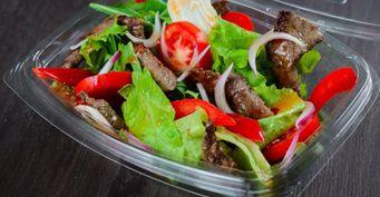 Теплый салат из маринованной телятины с болгарским перцем