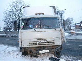 В Уфе «Камаз» стал виновником аварии