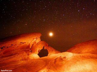 Марсоход Curiosity сделал фотоснимки астероидов в ночном небе Марса