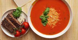 Неокрошкой единой: Летний томатный суп сзеленью исырной шапкой