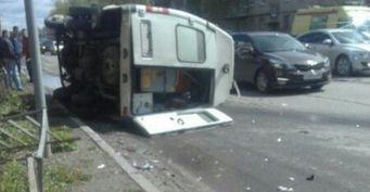 В Дзержинске в ДТП перевернулась машина скорой помощи