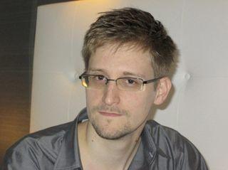Сноуден призвал всех хакеров создавать технологии для защиты спецслужб от слежки