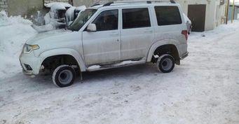 «Вышел на улицу в домашних тапочках»: УАЗ «Патриот» на экстремально маленьких колёсах обескуражил водителей