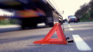 При столкновении двух грузовиков в Уфе погиб один из водителей