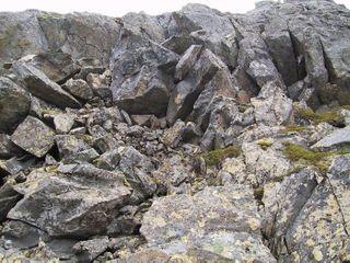 На Алтае 10 туристов попали под завал горной породы