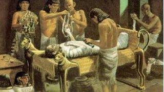 Египтяне начали первые эксперименты с мумификацией около 6 000 лет назад