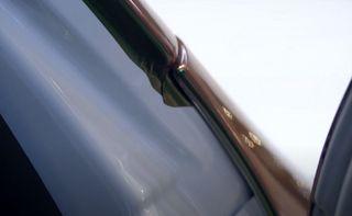 Плёнку клеим криво— авто продаём дорого. Кадр: YouTube-канал «Энергетик Сергей Николаев»