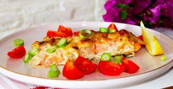 Скумбрия под «сырной шубкой» с овощами