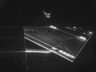 Космическая «Розетта» сделала снимок на фоне кометы