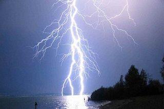 В Мурманской области на побережье Баренцева моря молния убила рыбака