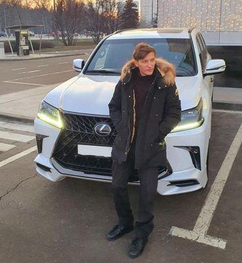 Из «Камеди» в автообзоры: Павел Воля намекнул на смену профессии новым Lexus LX 2021