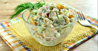 «Крабовый» салат: «Неклассический» рецепт со сметаной