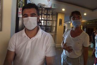 Персонал турецких отелей носит маски по-разному. Кадры: YouTube