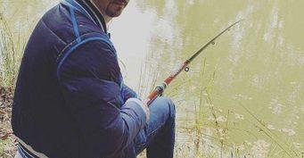 Смело подсекает трофеи: Рыбалка спасает комика сДЦП Сергеича отпоследствий болезни